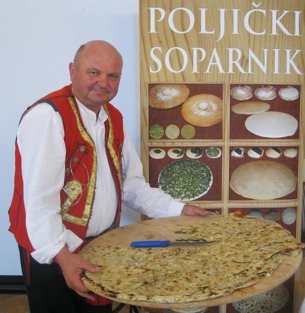 Veliki poljički knez Petar Rodić promovira Poljički soparnik gdje god stigne (Snimio MIljenko Brezak / Oblizeki)