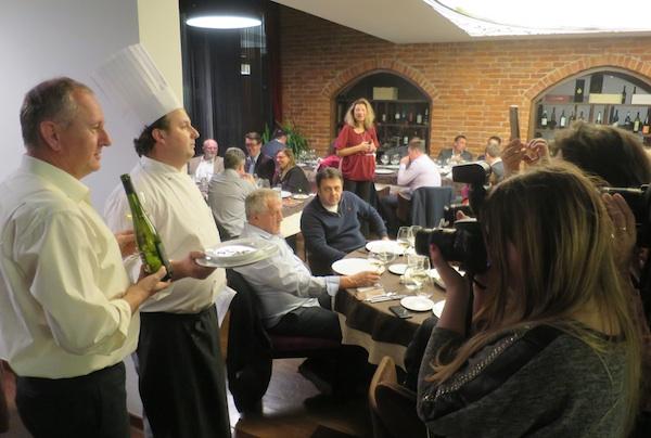 Večera Jesen u Mariji Bistrici za gastronaute (slijeva nadesno Igor Hruškar iz PP Orahovica, chef Martko Futivić i šefica Kluba Gastronaut Karin Mimica (Snimio Miljenko Brezak / Oblizeki)