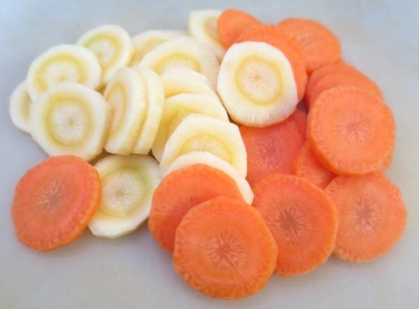 Žuta i narančasta narezane za daljnu kulinarsku obradu (Fotografija Božica Brkan / Oblizeki)