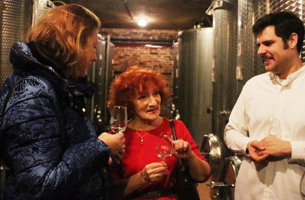 Janko Kezeke s novinarkama Karin Mimicom i Brigitom Bavčar (Fotografija Goran Gazdek / Oblizeki)