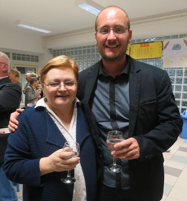 Autorica i urednica Oblizeka Božica Brkan s Davorom Grgurićem na krapinskome poetskom recitalu 2015. (Fotografija Miljenko Brezak / Oblizeki)