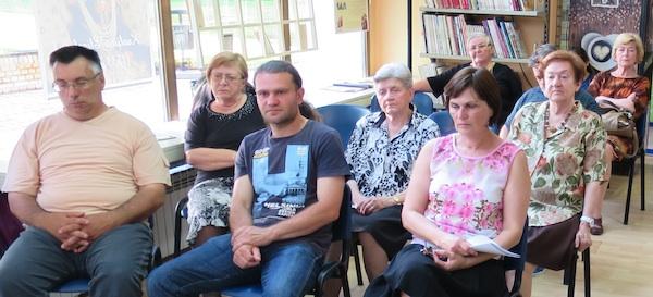 Gospođa Ivšić, skromna u publici (srebrne kose u drugome redu) (Fotografija Miljenko Brezak / Oblizeki)