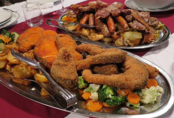 Ovako u Didovu konaku poslužuju ribu, soma pohanoga u crvneoj paprici, a šarana bez nje (Fotografija Božica Brkan / Oblizeki)