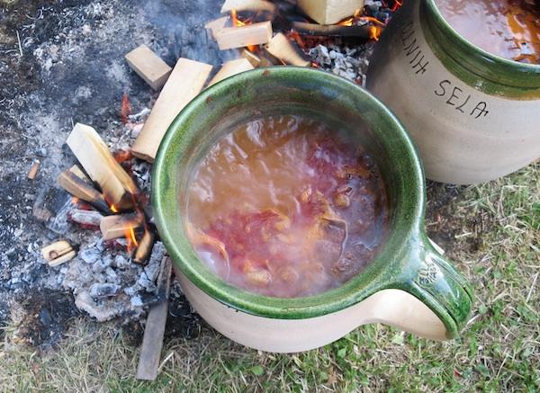 Ovako se nekad satima grah sam kuhao dok se teško radilo (Fotografija Božica Brkan / Oblizeki)