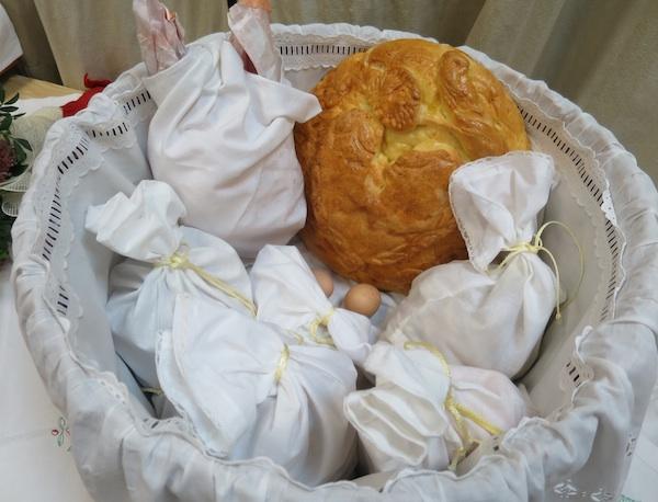 Dugoselsko brašno i svečano pecivo na predstavljanju knjige (Fotografija Miljenko Brezak / Oblizeki)