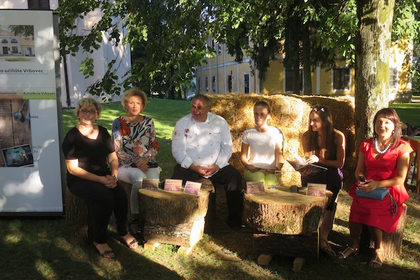 S predstavljanja Vrbovečke kuharice I. u vrbovečkom parku potkraj kolovoza 2015. (Fotografija MIljenko Brezak / Oblizeki)