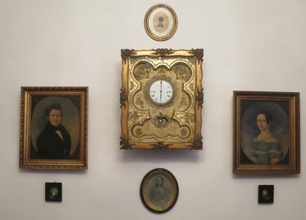Slike-portreti za kućnom zidu i na stanicama Biskupskog sladopeka (Fotografija Božica Brkan / Oblizeki)