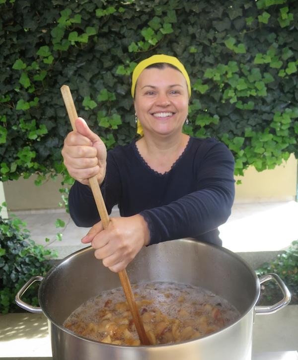 Sandra Nedeljko predtavlja gastronautima taljenje čvaraka (Fotografija Božica Brkan / Oblizeki)