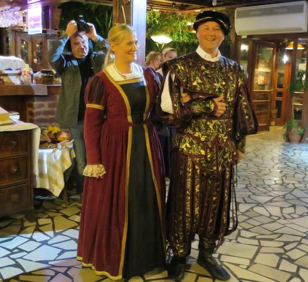 Sve za gosta: Martinjaši kao Zrinski, Tanja kao Katarina a Marijan kao Nikola (Fotografija Božica Brkan / Oblizeki)