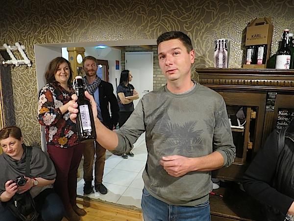 Karl predstavlja svoju filozofiju i svoje pivo (Fotografija Miljenko Brezak / Oblizeki)