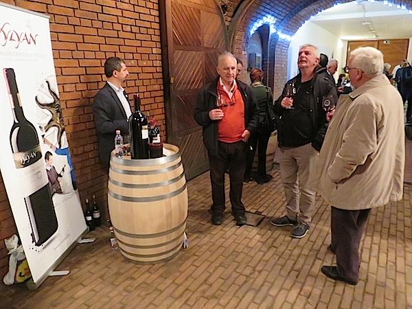 Kušanje samo jednoga od festivalskih caberneta franca: legendarni ugostitelj Josip Tariba i novinari Edi Kušić i Tomislav Radić (Fotografija Miljenko Brezak / Oblizeki)