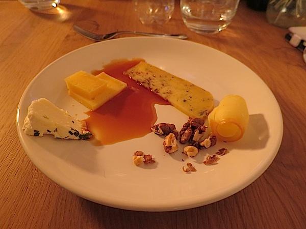 Četiri zanimljiva sira kao kruna na kraju nepretencioznoga objeda (Fotografija Miljenko Brezak / Oblizeki)