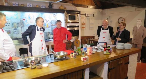Pjesnici u kuhinji u potrazi za petim okusom (Fotografija Miljenko Brezak / Oblizeki)