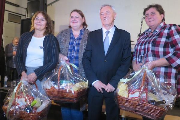Kuharice koje su za prvu nagradu u loncu s kiselim zeljem pripitomile veprića (Fotografija Miljenko Brezak / Oblizeki)