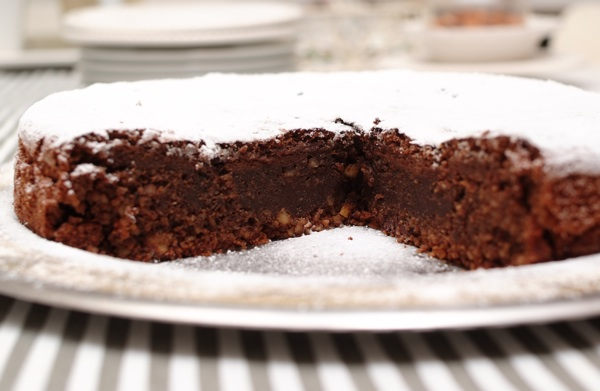 Tortu Božu posuli su samo sitnim šećerom poput ove torte Capri (Fotografija Božica Brkan / Oblizeki)