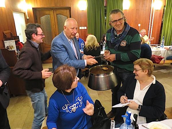 U Hrvatskome klubu August Šenoa jelo se i repete (Fotografija Božica Brkan / Oblizeki)