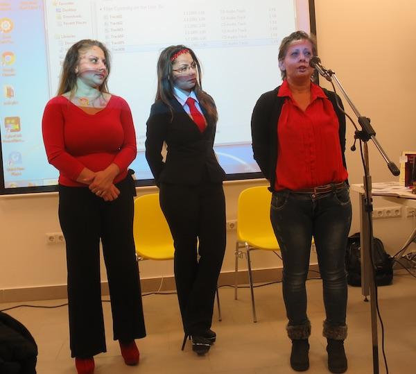 Mirela Beko, Ana kranjec i njihova majka Ines Fazlievski predstavljaju svoje djelo (Fotografija Božica Brkan / Oblizeki)
