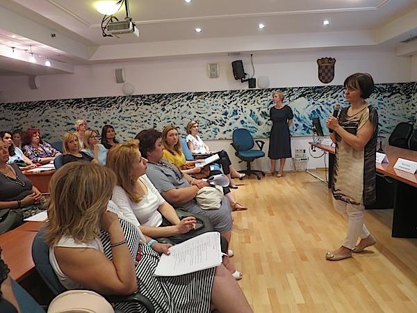 Dr. sc. Zrinjka Mišak s dijelom publike (Fotografija Miljenko Brezak / Oblizeki)