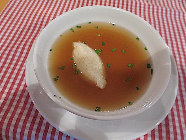 Bistra juha sa žličnjacima od grisa (Fotografija Božica Brkan / Oblizeki)
