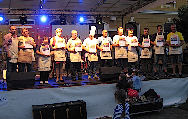 Svi sudionici na pozornici pri dodjeli nagrada (Fotografija Miljenko Brezak / Oblizeki)