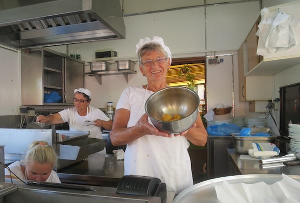 Izvan konkurencije, svaki dan za hodočasnike: Barica Kušt s bistričkim krumpirom (Fotografija Miljenko Brezak / Oblizeki)