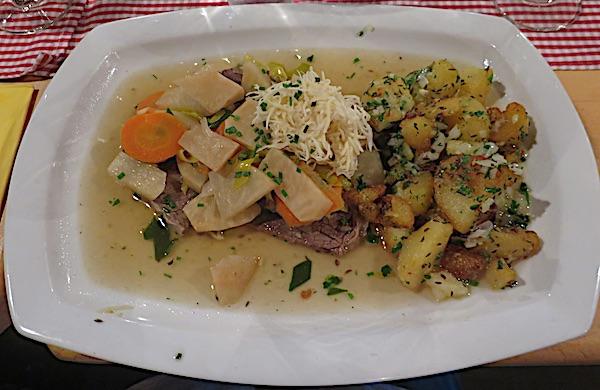 U istome restoranu isto jelo, ali s manje mrkve i više kuhanog celera i peršina (Fotografija Božica Brkan / Oblizeki)
