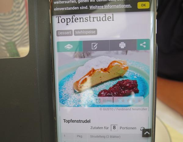 Jedan od uličnih salcburških poziva na Topfenstrudel. Imate li priliku, ne propustite je! (Fotografija Božica Brkan / Oblizeki)