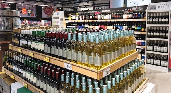 Vino se najčešće kupuje u dućanima (Fotografija Oblizeki)