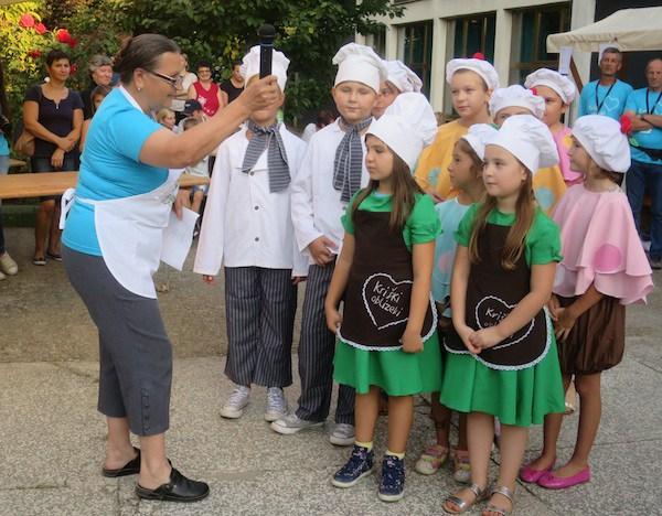 Djeca zahvaljuju pjesmom (Fotografija Miljenko Brezak / Oblizeki)
