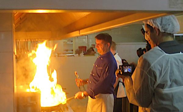 Pobjednik je pripremao pobjedničko jelo i flambiranjem (Fotografija Miljenko Brezak / Oblizeki)