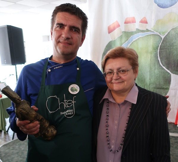 Sretan susret suradnika nakon više od 10 godina: Pobjednik Tomislav Šimunić i medijska porkoviteljica Božica Brkan (Fotografija Miljenko Brezak / Oblizeki)