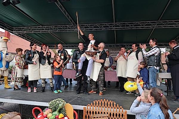 Pobjedu u kuhanju gulaša ovako su proslavili dugoselski bajkeri (Fotografija Miljenko Brezak / Oblizeki)