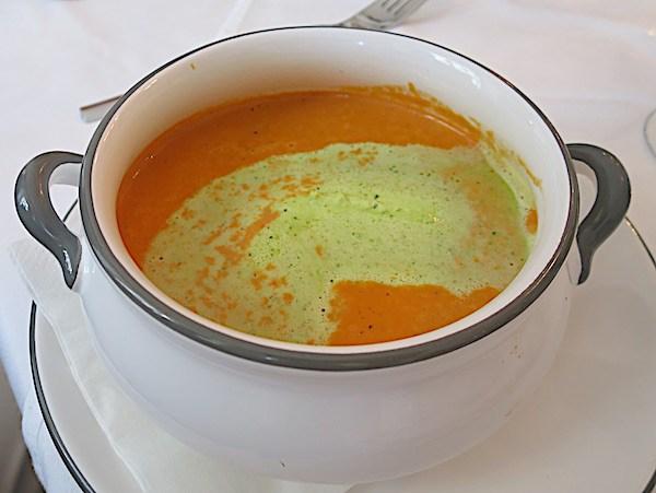 Dio nove austrijske kuhinje: krem juha od mrkve i đumbira u restoranu DioPflege Bruecke (Fotografija Božica Brkan / Oblizeki)