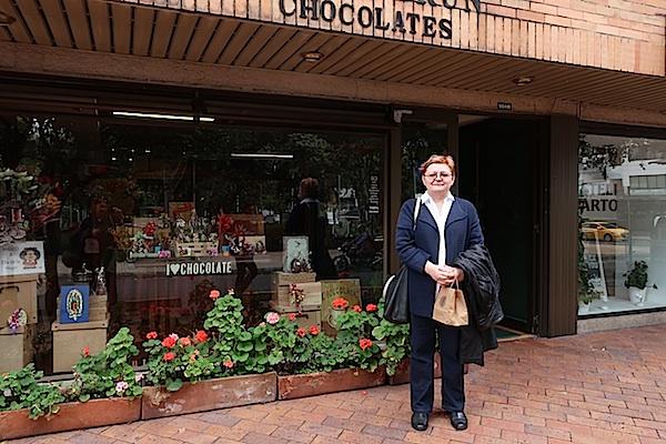 Autorica i urednica Oblizeka ispred bogotske čokoladarnice (Fotografija Željka Lovrenčić / Oblizeki)