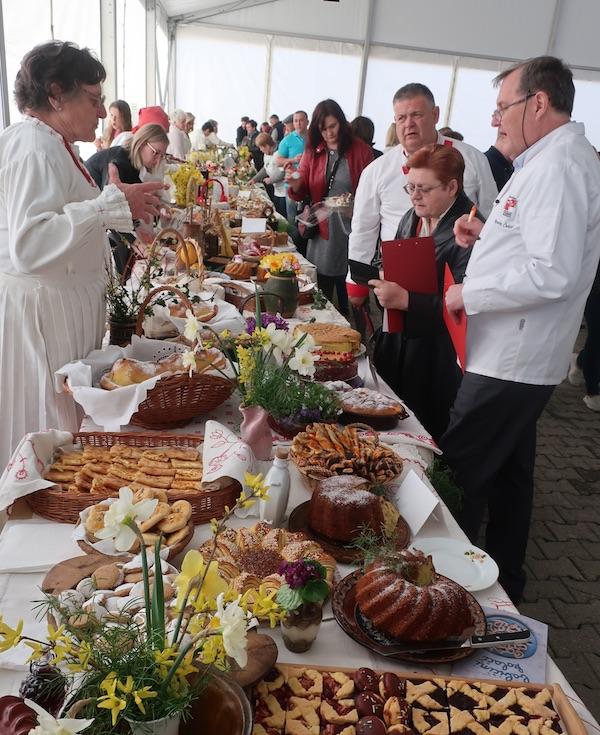 S ocjenjivanja od stola do stola (Fotografija Miljenko Brezak / Oblizeki)