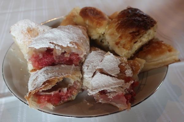 Uz starinski sa sirom, također domaći ali moderni štrud s jagodama (Fotografija Miljenko Brezak / Oblizeki)