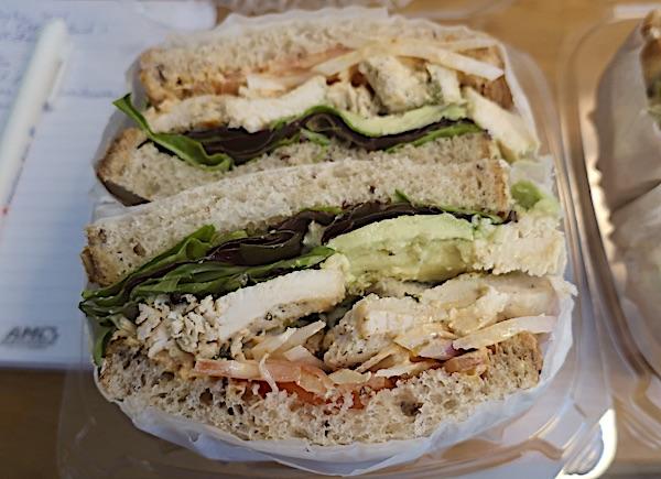 Newyorški sendvič prispio dostavom: piletina s avokadom (Fotografija Božica Brkan / Oblizeki)