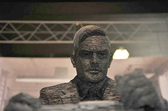 Foto de una estatua de Alan Turing