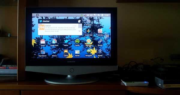 Foto de una televisión mostrando la interfaz de Android