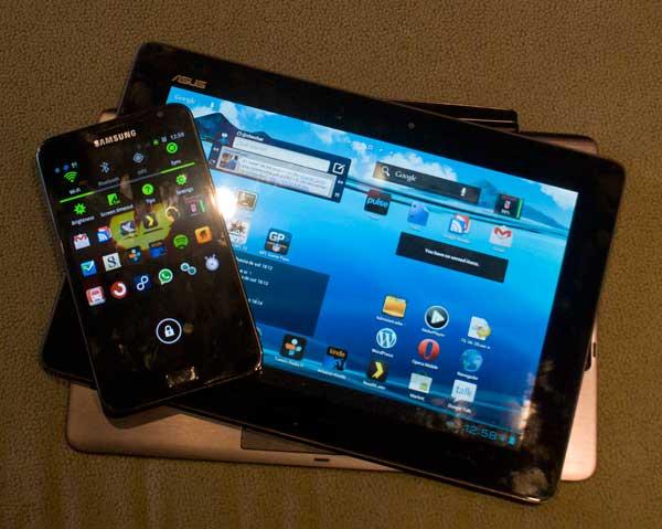 Foto del Asus Transformer Primer junto con un Samsung Galaxy Note