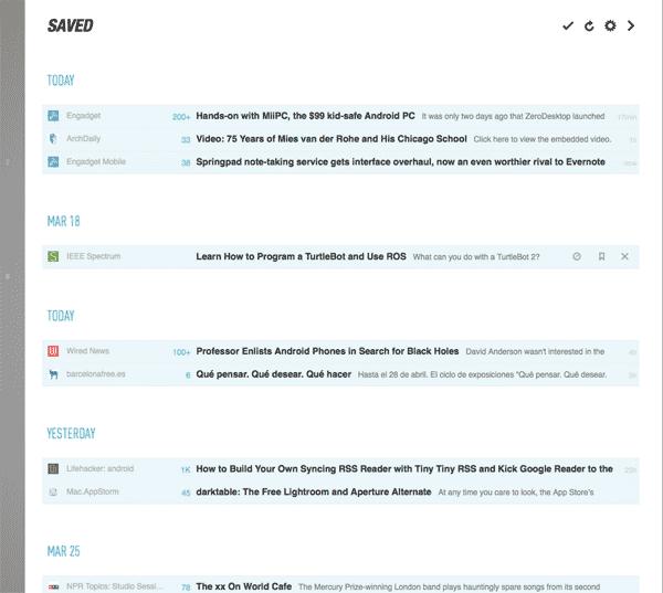 En la lista de ítems guardados de feedly aparecen primero unos de hoy, a continuación unos del 18 de marzo (hace nueve días), luego dos más de hoy, a continuación dos de ayer y luego unos del día 25 de marzo (antesdeayer)