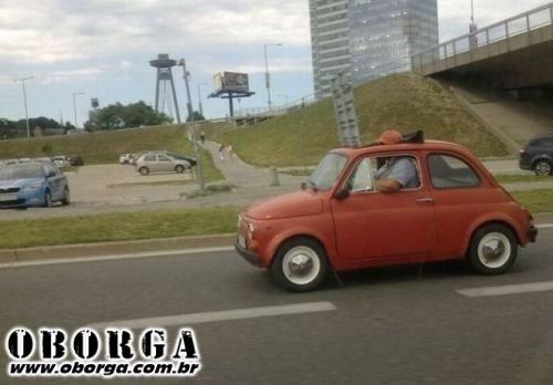 Pegando o carro da esposa emprestado!