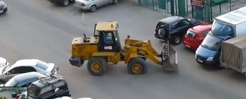 Bêbado dirigindo uma escavadeira