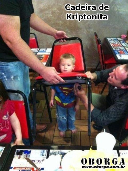 Super Boy Cadeira feita de kriptonita