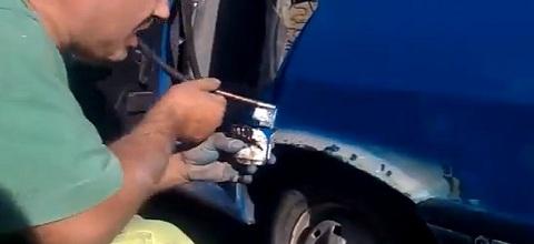 Pintando o carro com a boca