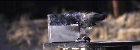 Destruindo um PS4 com uma .50