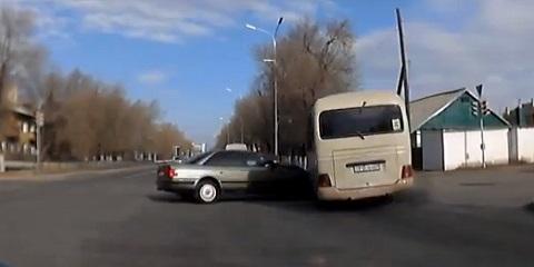 Em um dia normal no trânsito da Rússia #27