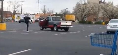 Kung Fu No Estacionamento