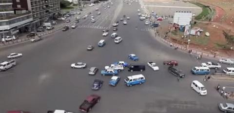 Em um cruzamento qualquer na Etiópia
