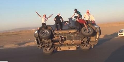 Em um dia normal nas estradas da Arábia Saudita